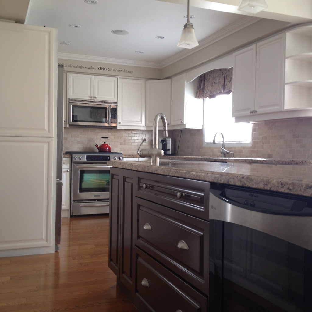 Spray Painted Kitchen Cabinets - OC29 Floral White with Classic Brown Island - Glen Abbey - April 2014